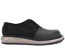 Schuhe mit Metallsohle