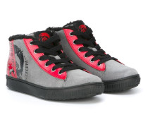 Sneakers mit Shearling-Besatz