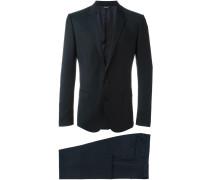 Bestickter Anzug