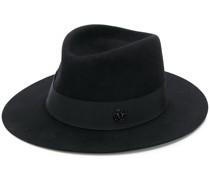 Hut mit Bändern