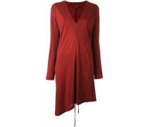 Langärmeliges Kleid mit V-Ausschnitt