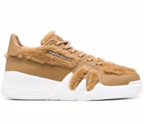 Klobige Talon Sneakers mit Pelzbesatz