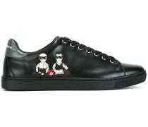 "Sneakers mit ""Designer""-Patch"