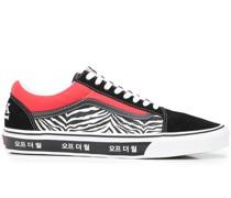 Old Skool Korean Typography Sneakers
