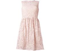 Ausgestelltes Makramee-Kleid