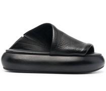 Asymmetrische Sandalen