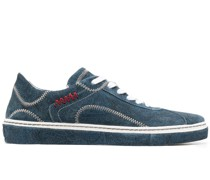 Sneakers mit Kontrastnaht