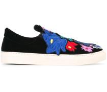 Sneakers mit floralen Stickereien