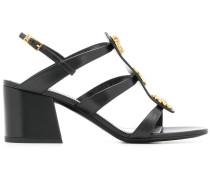 Sandalen mit Knöpfen