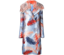 Mantel mit Federnmuster und Pelzbesatz