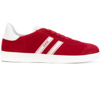 Samt-Sneakers mit Kontraststreifen