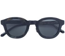 Sonnenbrille mit Pinselstrichen