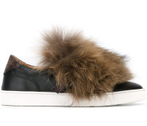 Slip-On-Sneakers mit Fuchspelzbesatz