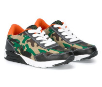 Sneakers im Camouflage-Muster