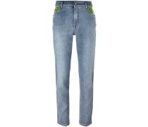 Jeans mit kontrastierenden Taschen