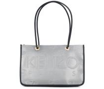 Handtasche mit eingeprägtem Logo