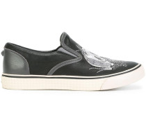 Slip-On-Sneakers mit Totenkopf-Stickerei