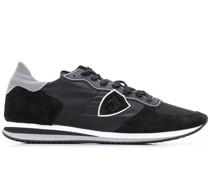 Sneakers mit Kontrasteinsätzen