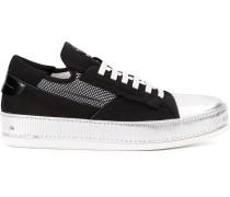 Sneakers mit Kappe im Metallic-Look