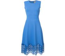 Kleid mit gehäkeltem Saum