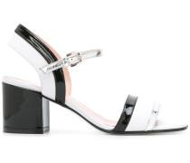 Sandalen mit lackiertem Finish