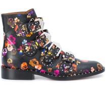 Stiefel mit Blütenmuster