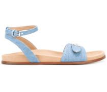 Sandalen mit Schnallendetails