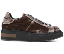Samt-Sneakers mit Plateausohle