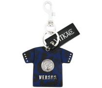 Schlüsselanhänger mit T-Shirt-Motiv