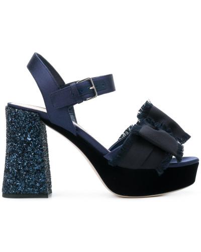 Sandalen mit Schleifen