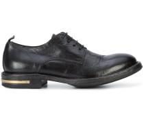 Derby-Schuhe mit goldfarbenem Beschlag