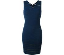 Geripptes Kleid mit figurnaher Silhouette