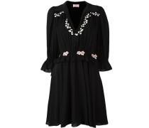 Besticktes Kleid mit gerüschten Details