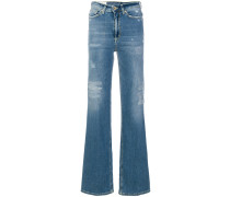 Ausgestellte Distressed-Jeans
