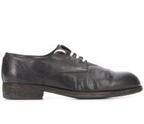 Sneakers mit kontrastierender Schnürung