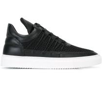 Texturierte Sneakers mit langer Lasche