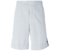 Gestreifte Shorts mit seitlichem Streifen