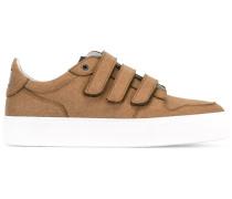Sneakers mit Klettverschlüssen