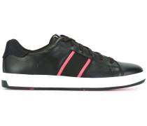 Sneakers mit Zierstreifen