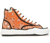 High-Top-Sneakers mit Bandana-Print