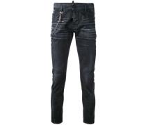 Schmale Jeans mit Kettendetail