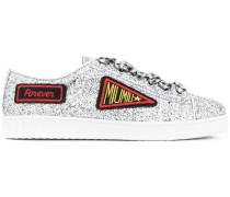 Glitzernde Sneakers mit Patches