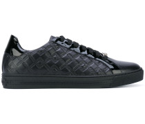 Sneakers mit Greca-Muster