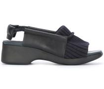 Sandalen mit geripptem Einsatz
