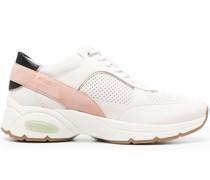 Sneakers mit Mesh-Einsätzen