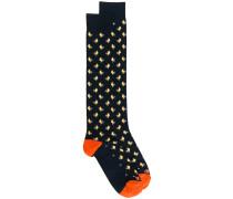 Socken mit Hahnenmuster