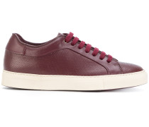 Perforierte Sneakers mit Schnürung