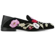 Slipper mit Blumenstickereien
