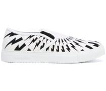 Slip-On-Sneakers mit Blitz-Print