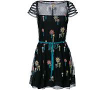 Besticktes Kleid mit kurzen Ärmeln